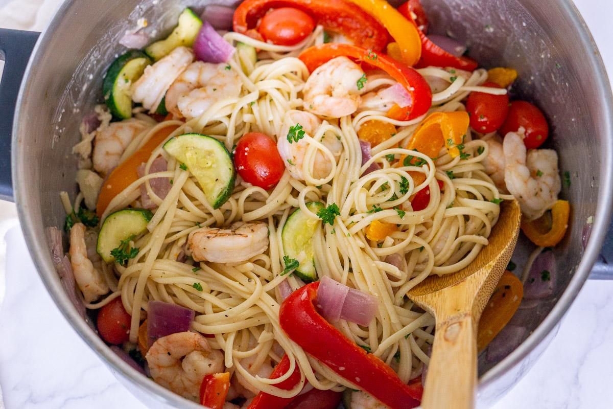srhimp and vegetable linguine in a pot