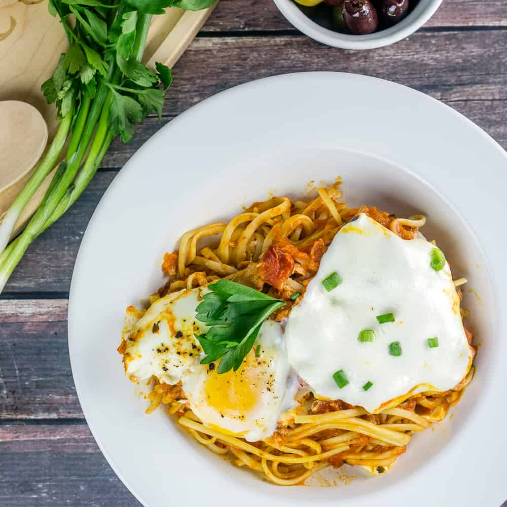 Linguine Shakshuka with Mozzarella in a pasta plate