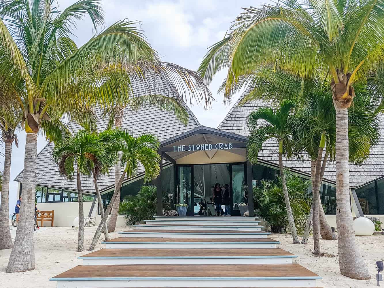 image of the stoned crab restaurant in freeport bahamas
