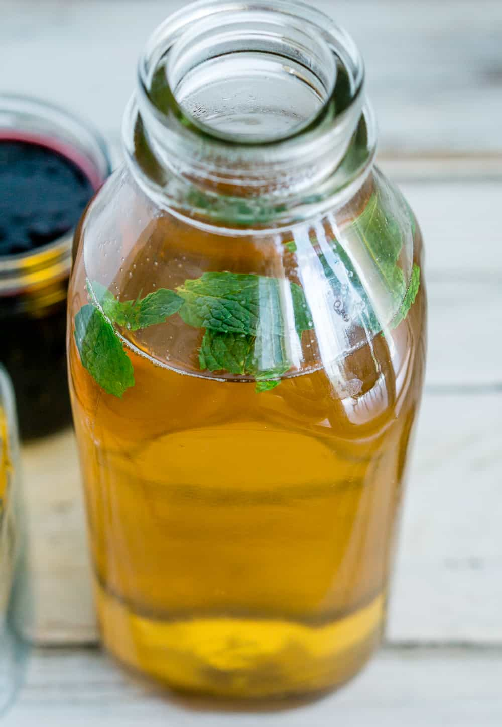 image of iced green tea to make mulberry iced tea