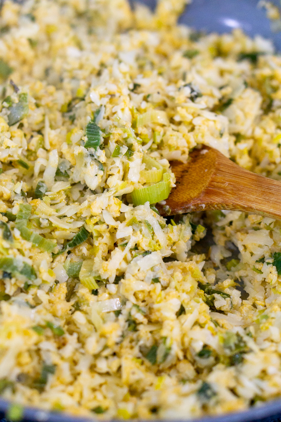 cooking cheesy cauliflower risotto with leeks