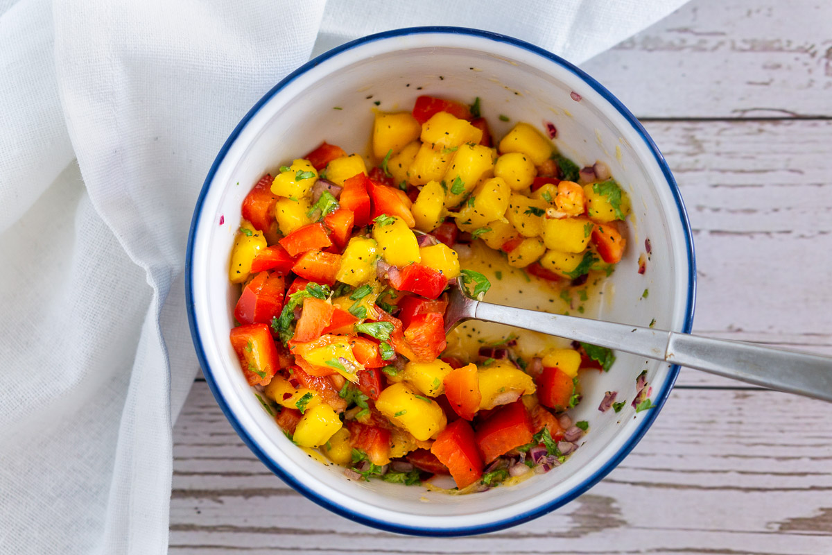 bell pepper mango relish in a bowl