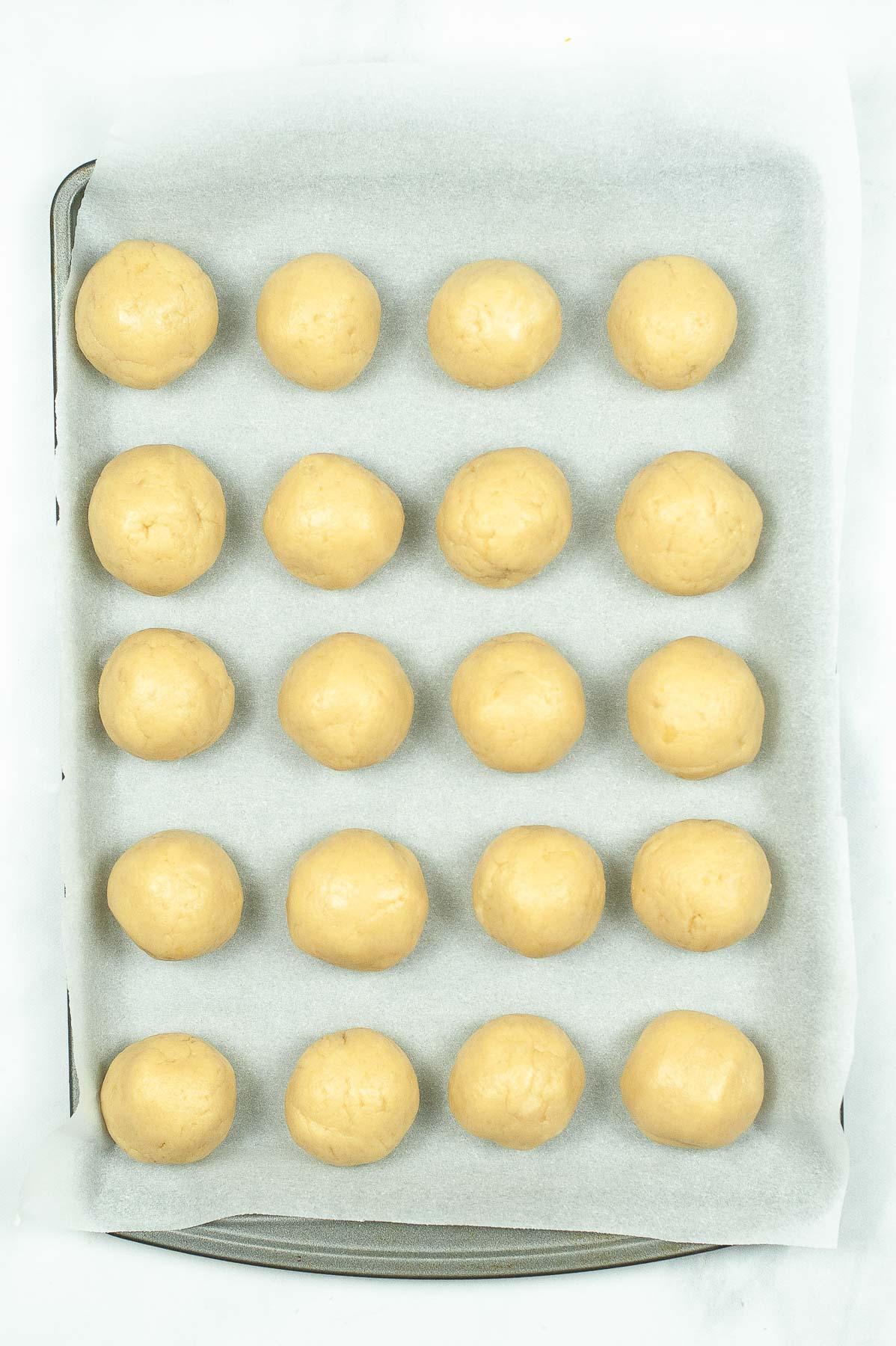 rolled balls of cake pops